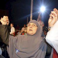 Foto disponible hoy, 30 de junio de 2012, que muestra a Naglaa Ali Mahmoud, esposa del presidente electo de Egipto, el islamista Mohamed Mursi, durante un acto de campaña en El Cairo, Egipto, el 12 de mayo de 2012. EFE