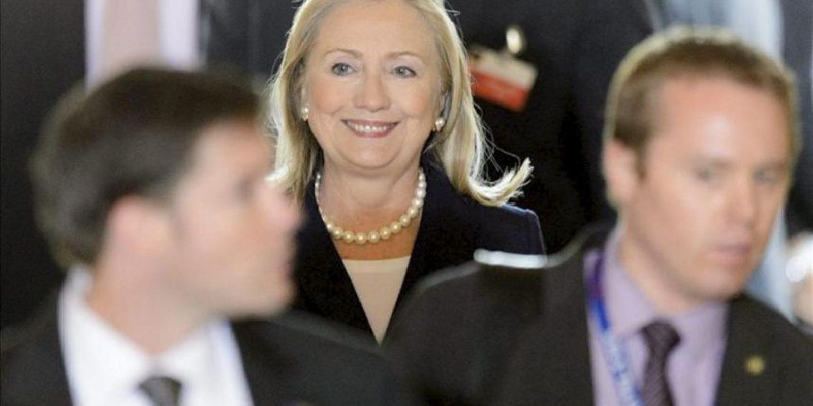 La secretaria de Estado de EEUU, Hillary Clinton (c), llega hoy a una reunión del Grupo de Acción por Siria en la sede de la ONU en Ginebra. EFE
