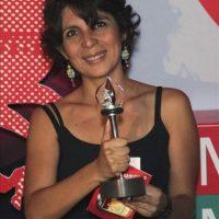 """La directora de cine mexicana Kenya Márquez posa hoy para los medios tras conserguir el premio """"Silver George"""" por su película """"Fecha De Caducidad"""" durante la 34 edición del festival de cine de Moscú (Rusia). EFE"""