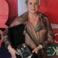 La actriz francesa Catherine Deneuve posa hoy para los medios tras ser galardonada con el premio especial a su carrera durante la 34 edición del festival de cine de Moscú (Rusia). EFE