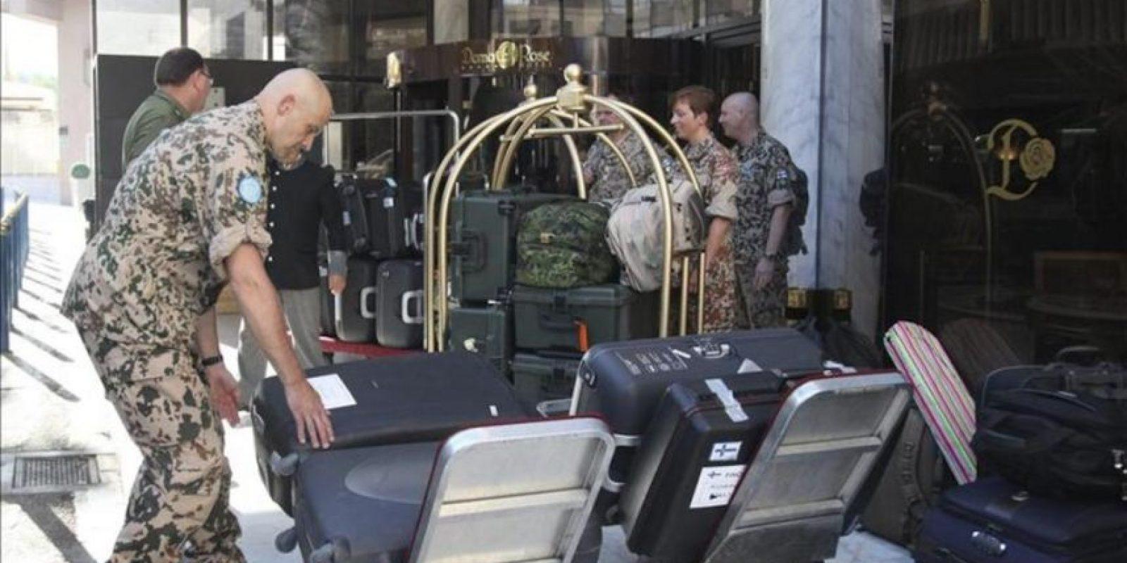 Observadores de la misión de la ONU en Siria, antes de abandonar Damasco, hoy, miércoles 25 de julio. EFE