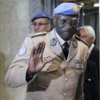 El nuevo dirigente de la misión de observadores de Naciones Unidas en Siria, el general Babacar Gaye, a su llegada al hotel Dama Rose en Damasco (Siria) hoy, miércoles 25 de julio. Gaye llega a Damasco para sustituir al general noruego Robert Mood. EFE