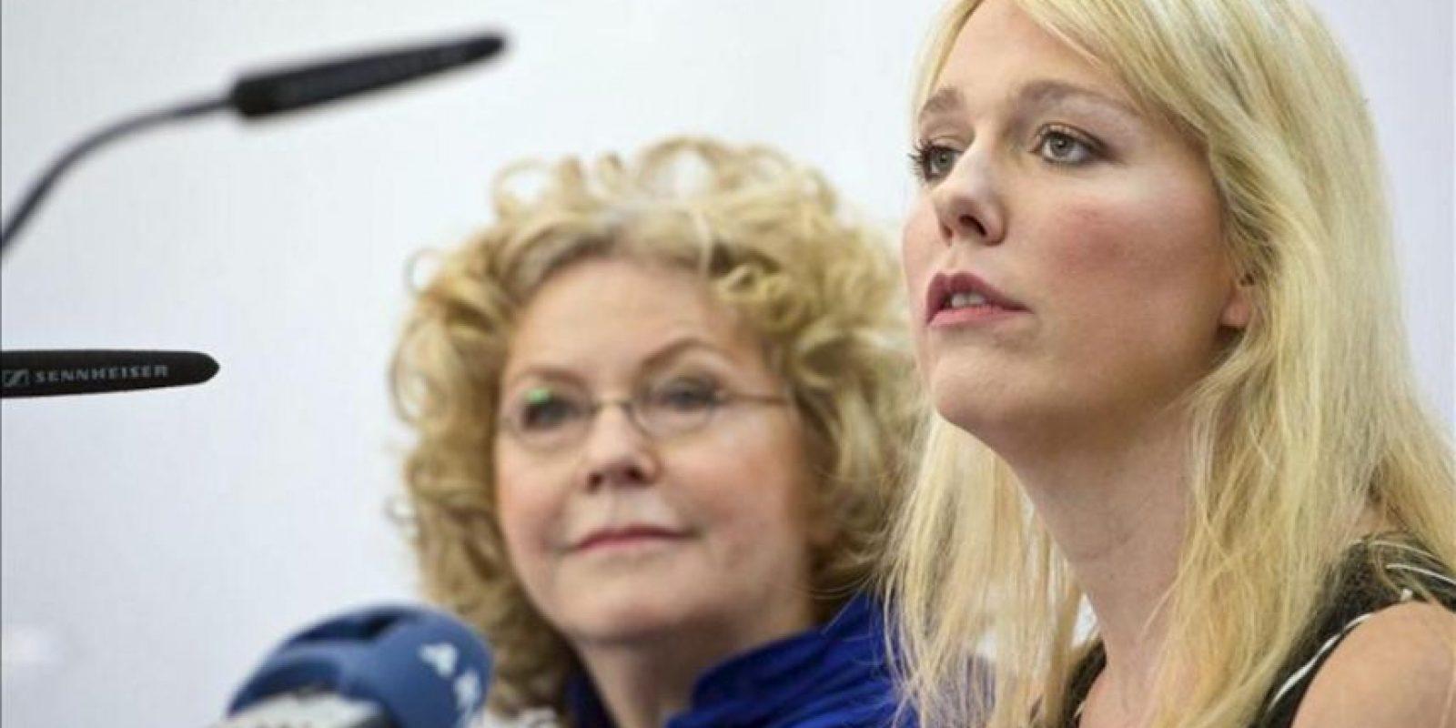 Las codirectoras del Festival Bayreuth, Eva-Wagner-Pasquier (dcha) y Katharina Wagnerm, ofrecen una rueda de prensa antes del comienzo del Festival de Bayreuth 2012 en Bayreuth (Alemania). EFE