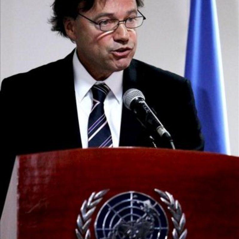 El representante en Colombia de la Oficina de las Naciones Unidas contra la Droga y el Delito (UNODC), Aldo Lalo-Demoz, habla durante la presentación en Bogotá (Colombia), del informe anual sobre cultivos ilícitos en el país. EFE