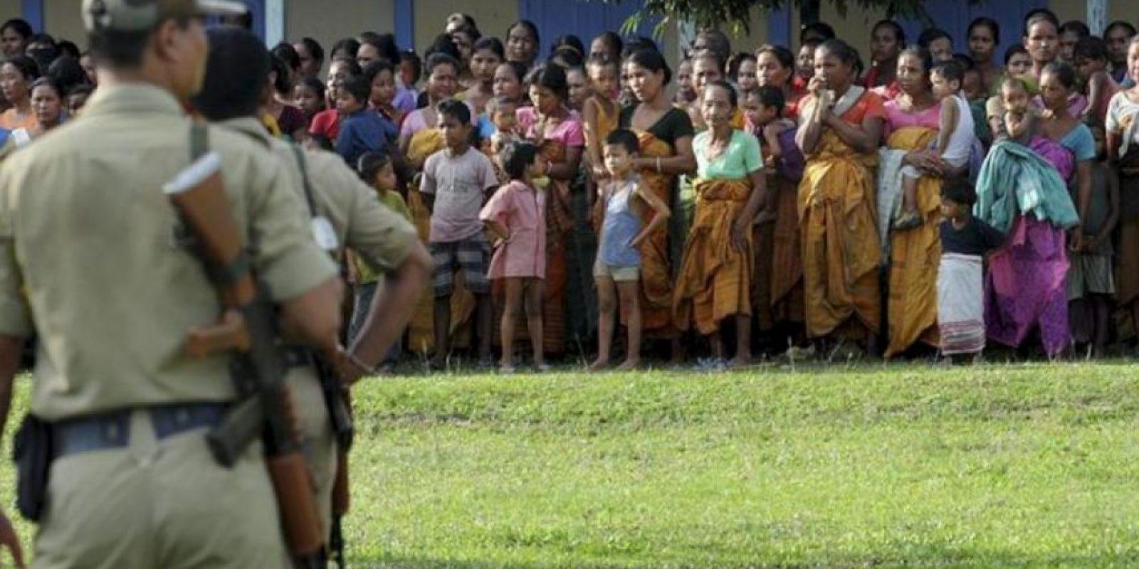 Víctimas de los disturbios en el distrito de Kokrajhar se alojan en un campo de refugiados, en el estado de Assam, India hoy, miércoles 25 de julio de 2012. EFE