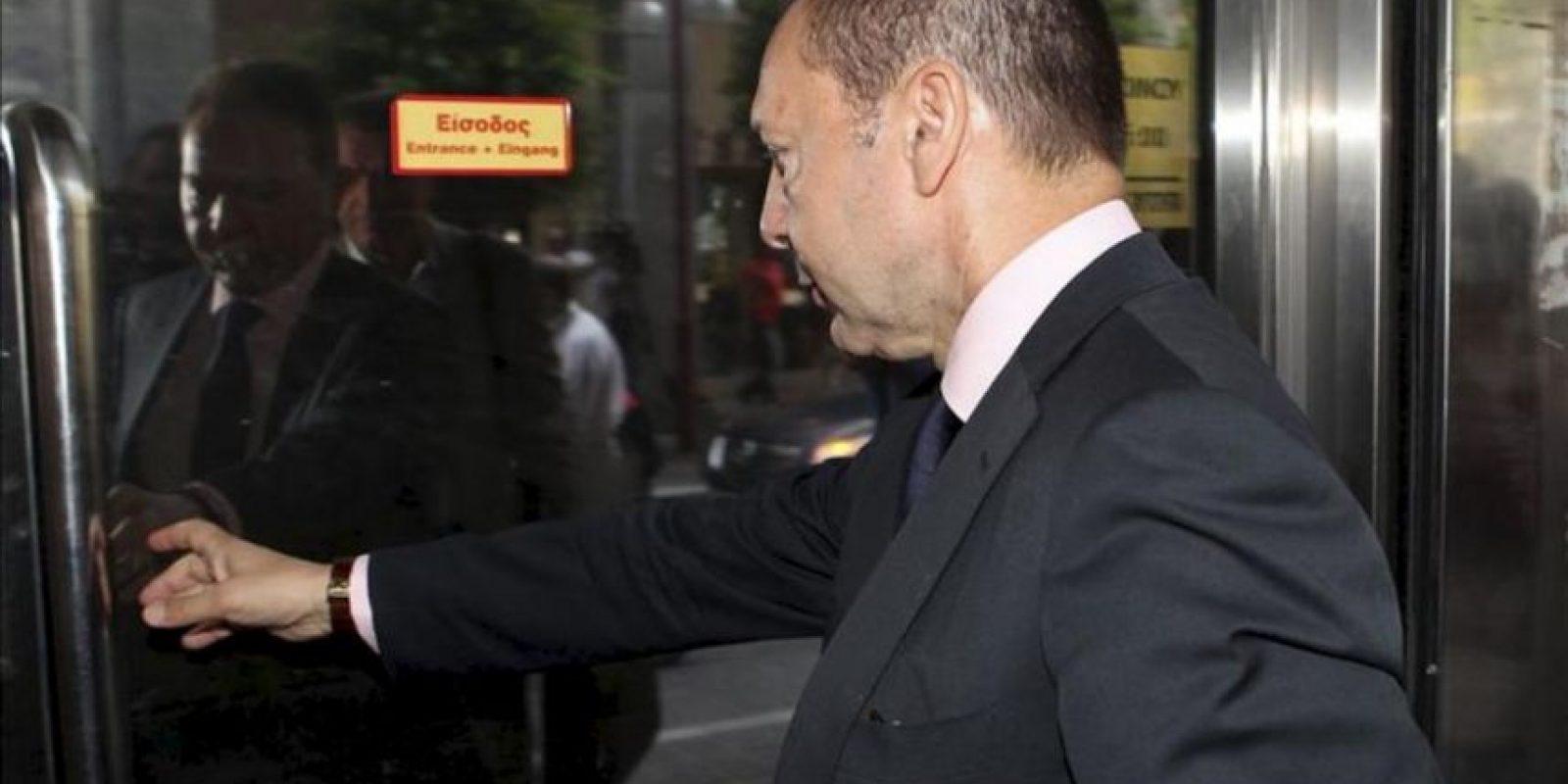 El ministro griego de Finanzas, Yiannis Stournaras, llega a una reunión con los representantes de la 'troika' internacional en Atenas, Grecia. EFE