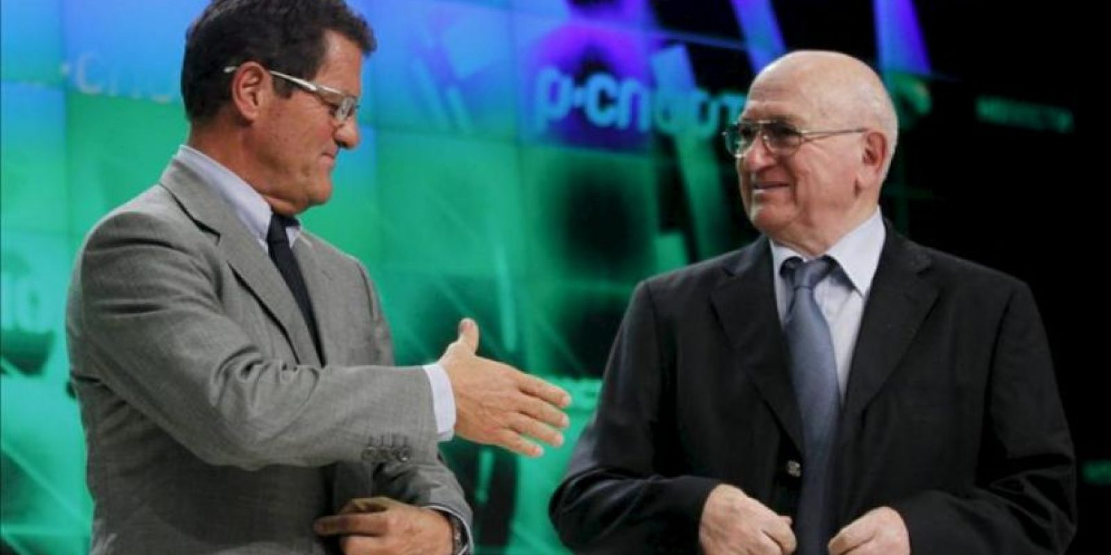 El entrenador italiano y seleccionador ruso Fabio Capello (i) comparece junto al presidente de la Federación rusa de Fútbol. EFE