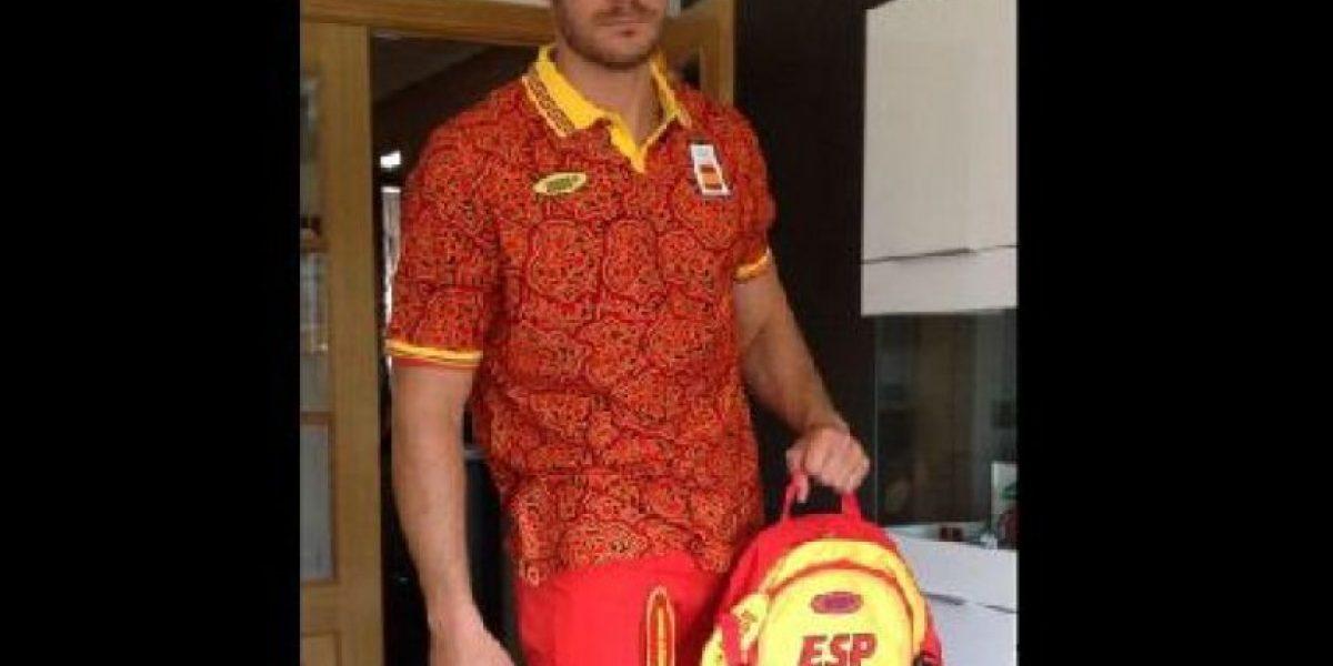 Atletas españoles muestran cómo les quedan el
