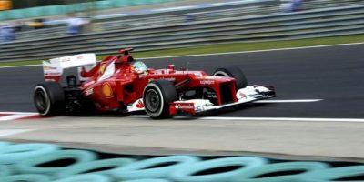 El piloto español de Fórmula Uno Fernando Alonso, de Ferrari, conduce su monoplaza durante los entrenamientos libres en el circuito Hungaroing en Mogyorod en Hungría hoy, viernes 27 de julio. EFE