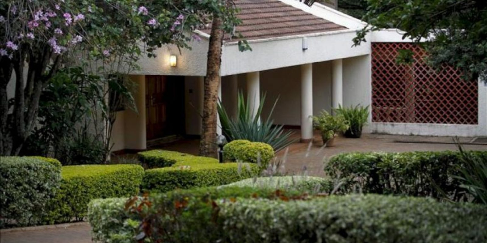 Vista de la residencia oficial de la máxima representante diplomática de Venezuela en Kenia, Olga Fonseca, en el norte de Nairobi, después de que fuera encontrado su cadáver hoy. EFE