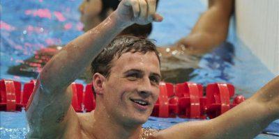 El nadador estadounidense Ryan Lochte celebra su victoria en la final de los 400m estilos de los Juegos Olímpicos Londres 2012, en el Centro Acuático de Londres hoy. EFE