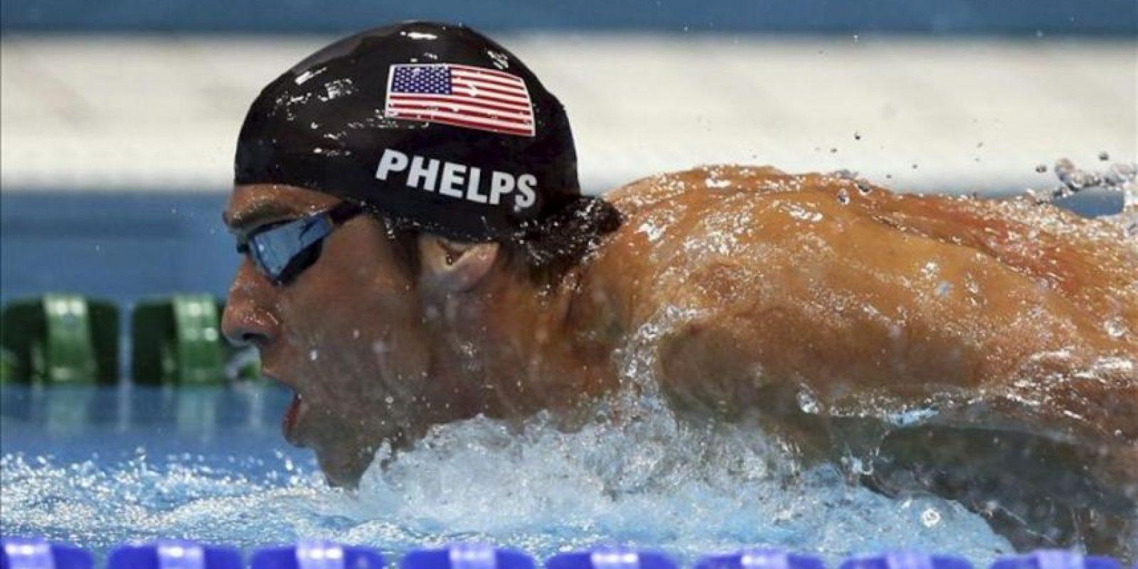 El nadador estadounidense Michael Phelps en acción durante la final de los 400m estilos de los Juegos Olímpicos Londres 2012, en el Centro Acuático de Londres. EFE