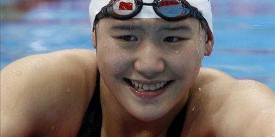La nadadora china Shiwen Ye hoy después de ganar el oro en los 400 metros estilos en los Juegos Olímpicos de Londres. EFE
