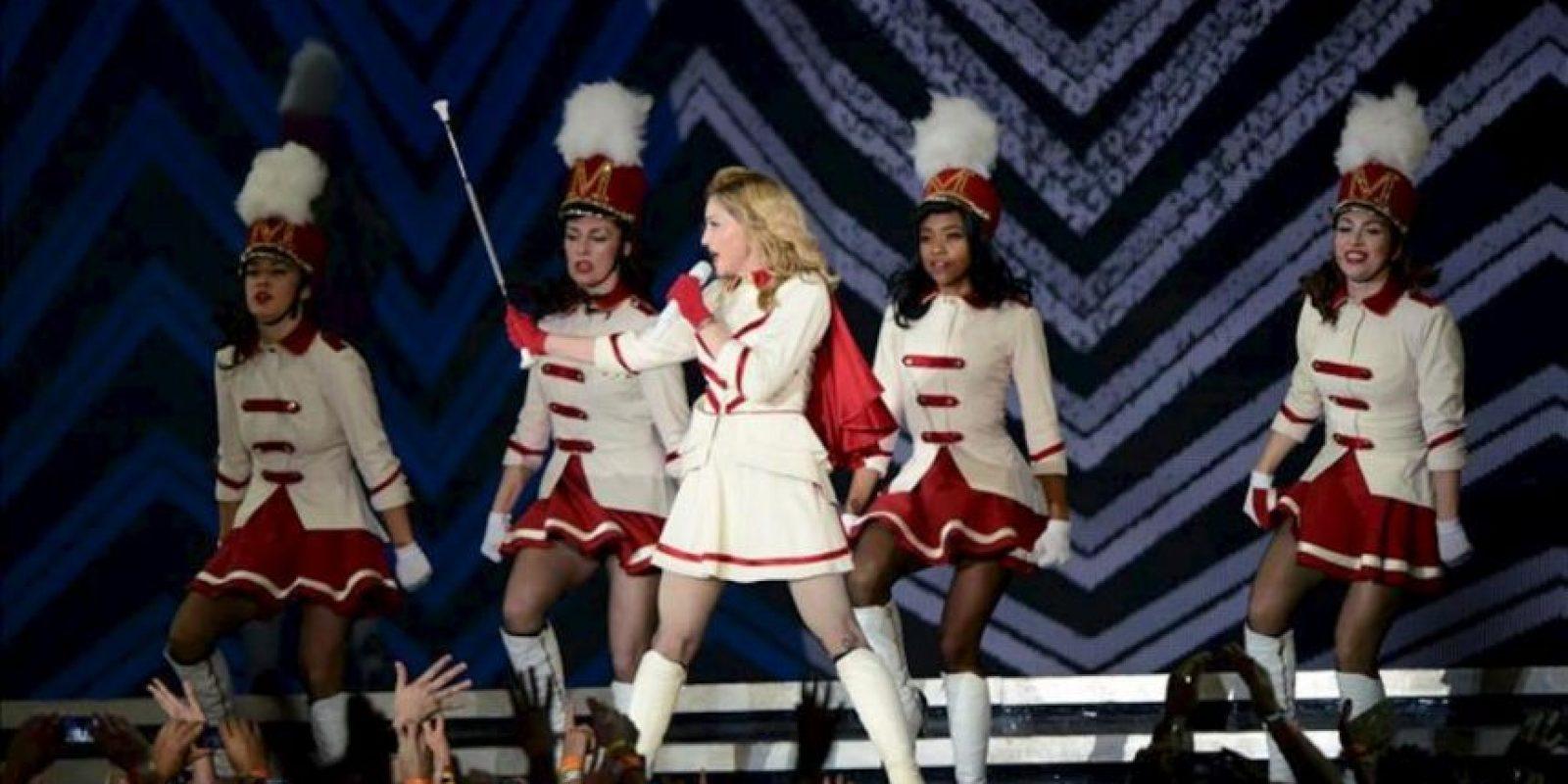 Vista de una actuación de la cantante estadounidense Madonna (c) actúa el pasado domingo 29 de julio durante un concierto en el estadio Ernst Happel en Viena, Austria. EFE/Archivo