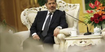 El presidente de Egipto Mohamed Mursi ayer en China antes de viajar a Teherán para la cumbre del Movimiento de los No Alineados. EFE