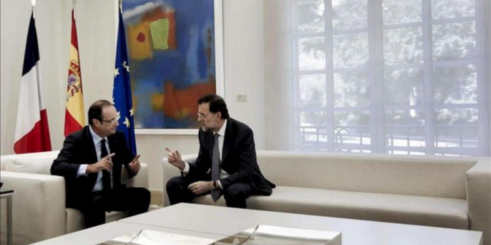 El jefe del Gobierno español, Mariano Rajoy (d), y el presidente francés, François Hollande, durante la reunión que han mantenido hoy el Palacio de la Moncloa. EFE
