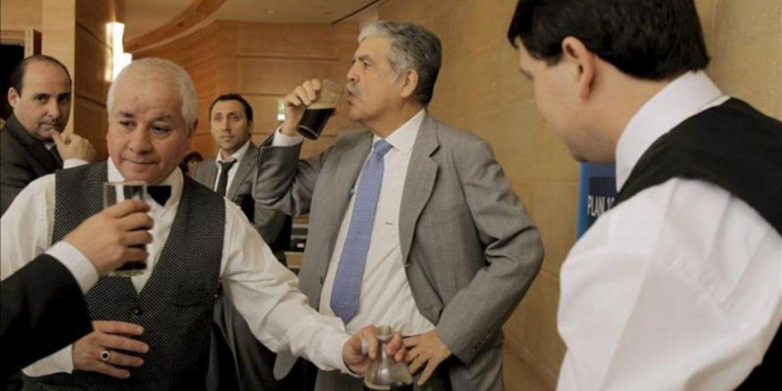 El ministro argentino de Planificación Federal, Julio De Vido (c), asiste a la presentación del plan de negocios de la petrolera YPF para el período 2013-2017. EFE