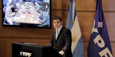 El presidente de la petrolera YPF, Miguel Galuccio, habla durante la presentación del plan de negocios de la compañía para el período 2013-2017. EFE
