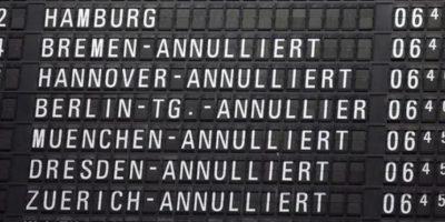 Una pantalla muestra los vuelos cancelados en el aeropuerto internacional de Fráncfort, en Alemania. EFE