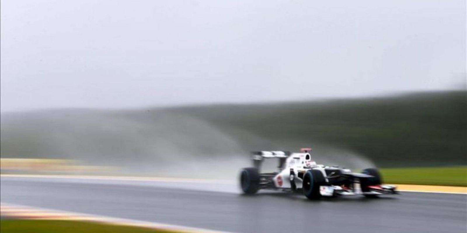 El piloto japonés de Fórmula Uno Kamui Kobayashi, de Sauber, conduce su monoplaza durante una sesión de entrenamiento hoy en el circuito Spa-Francorchamps en Bélgica. El Gran Premio de Bélgica se celebra el próximo 2 de septiembre. EFE