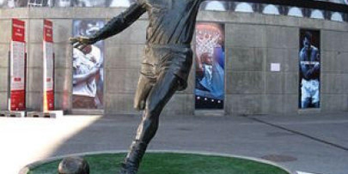 [Galería] Los futbolistas como monumentos