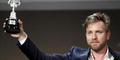 El actor escocés, Ewan McGregor, tras recibir el Premio Donostia 2012, durante la gala de la 60 Edición del Festival Internacional de Cine de San Sebastián, celebrada esta noche en la capital donostiarra. EFE