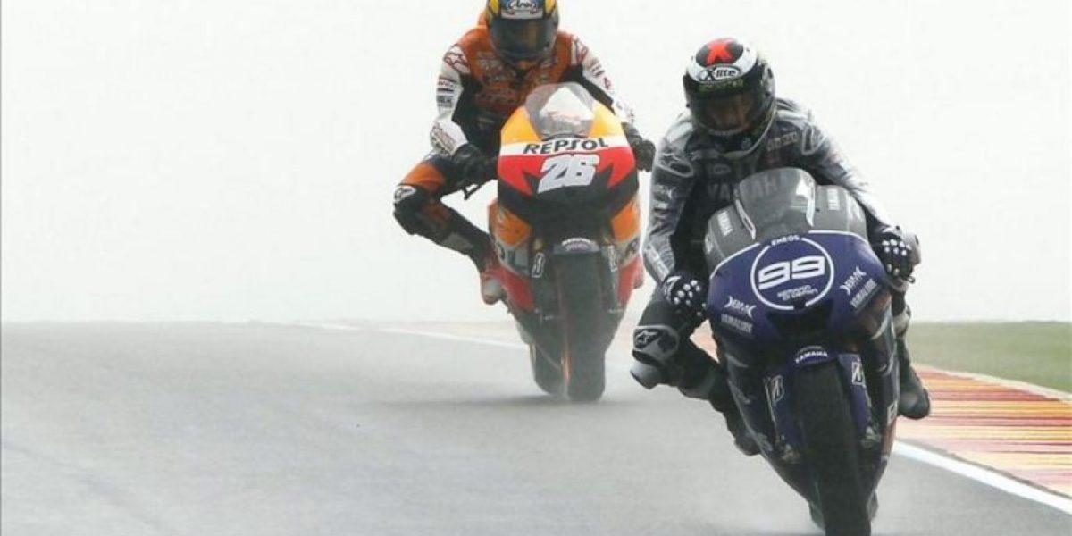 Spies capitanea la lucha en MotoGP entre Pedrosa y Lorenzo sobre el asfalto mojado