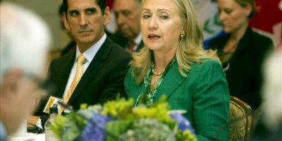 La secretaria de Estado de EE.UU., Hillary Clinton, habla durante su reunión, ayer 27 de septiembre, con los cancilleres de Centroamérica. Clinton hizo el anuncio hoy en un encuentro sobre el conflicto sirio en Nueva York. EFE