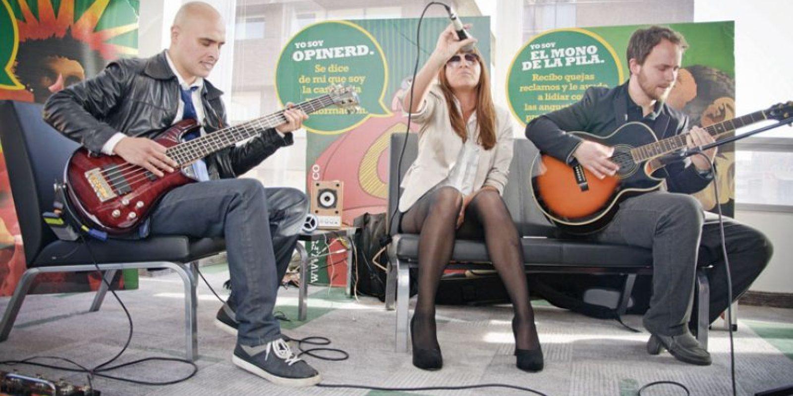 V for Volume se presentó en un formato de bajo, guitarra y la impresionante voz de María José. Foto:Carlos Hernández Llamas