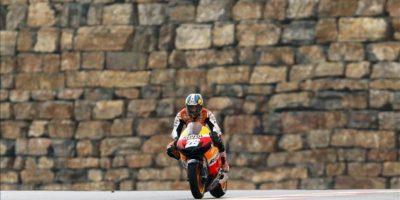 El piloto español de MotoGP, Dani Pedrosa ( Honda), durante la segunda sesion de entrenamientos libres disputados en el Circuito Motorland de Alcañiz (Teruel). EFE