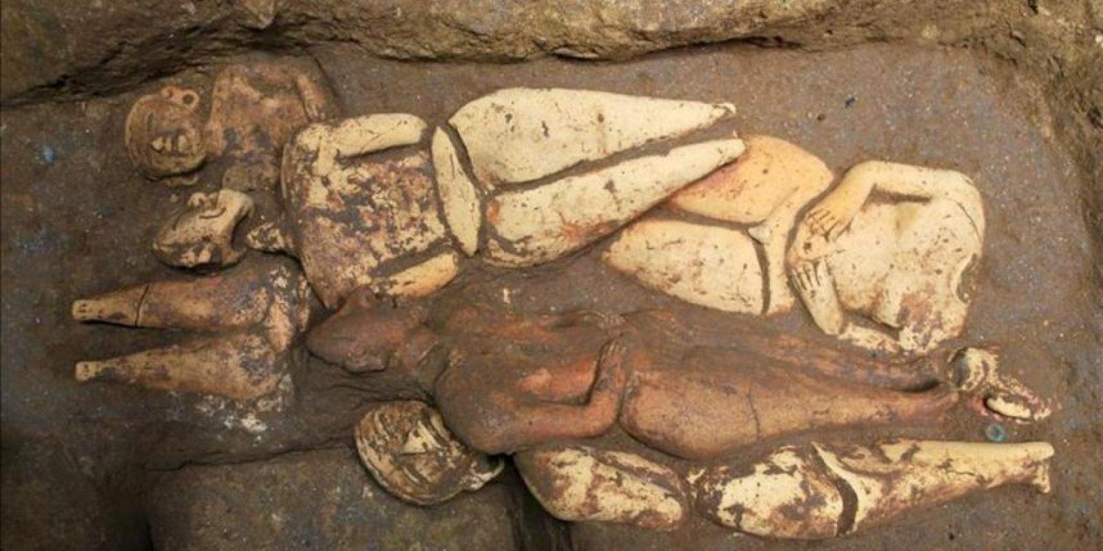 """Fotografía cedida por el ministerio de Cultura de Guatemala muestra la tumba del gobernante """"K'utz Chman, que en lengua Mam significa """"Abuelo Buitre"""", considerado el más antiguo de la era maya en Mesoamérica, descubierta en junio pasado en el Parque Nacional Arqueológico Tak'alik Ab'aj, ubicado en el municipio de El Asintal (Guatemala). EFE"""