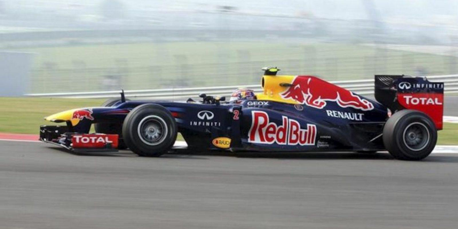 El piloto australiano de Fórmula Uno Mark Webber, de Red Bull, conduce su monoplaza durante la primera sesión de entrenamientos libres en el circuito internacional de Buddh a las afueras de Nueva Delhi (India) hoy, viernes 26 de octubre de 2012. EFE