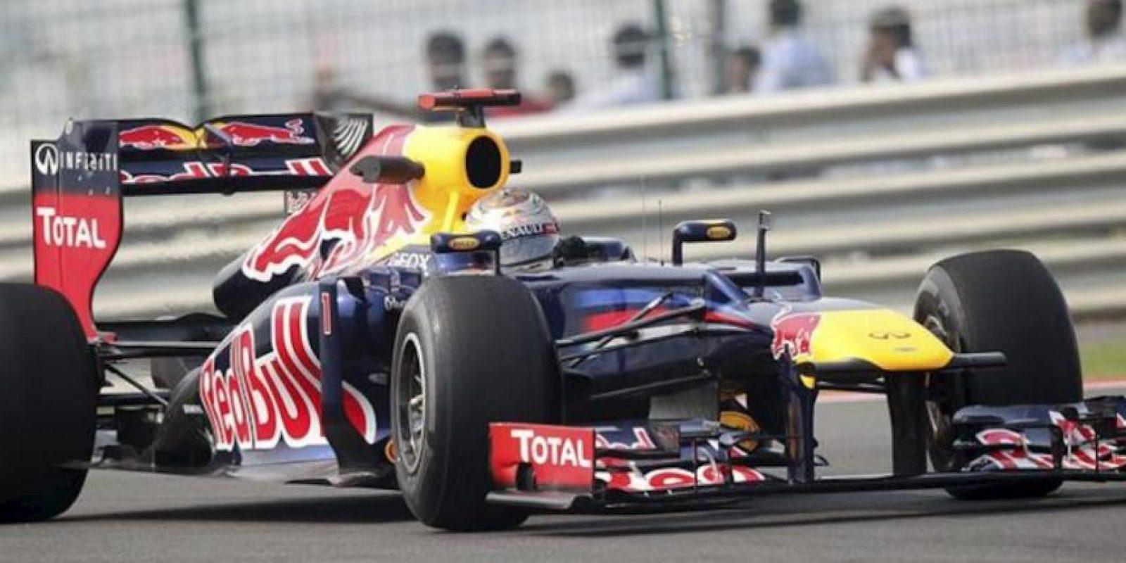 El piloto alemán de Fórmula Uno Sebastian Vettel , de Red Bull, durante la primera sesión de entrenamientos libres en el circuito internacional de Buddh en Nueva Delhi (India). EFE