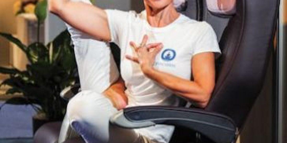 Yoga durante el vuelo podría aliviar el estrés
