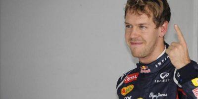 El piloto alemán Sebastian Vettel celebra la pole obtenida en la sesión de clasificación en el Gran Premio de la India de Fórmula India. EFE