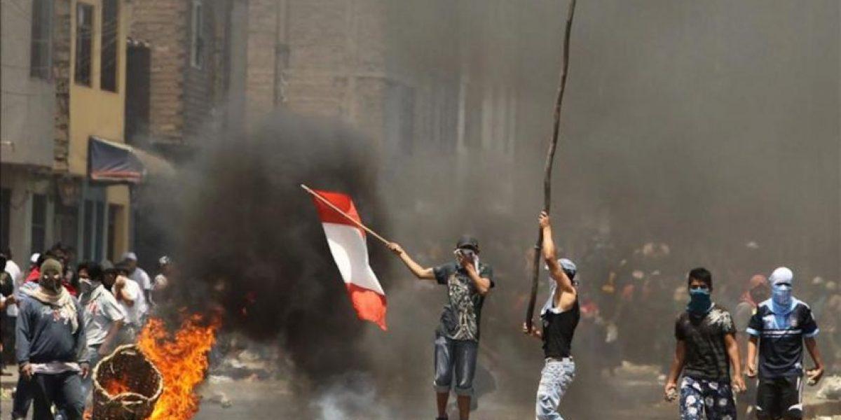 Cuatro muertos y más de 100 detenidos en intervención en mercado de Lima