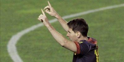 El delantero argentino del F. C. Barcelona, Leo Messi, celebra el segundo gol del equipo blaugran, durante el encuentro correspondiente a la novena jornada de la Liga de Primera División en el estadio de Vallecas de Madrid. EFE