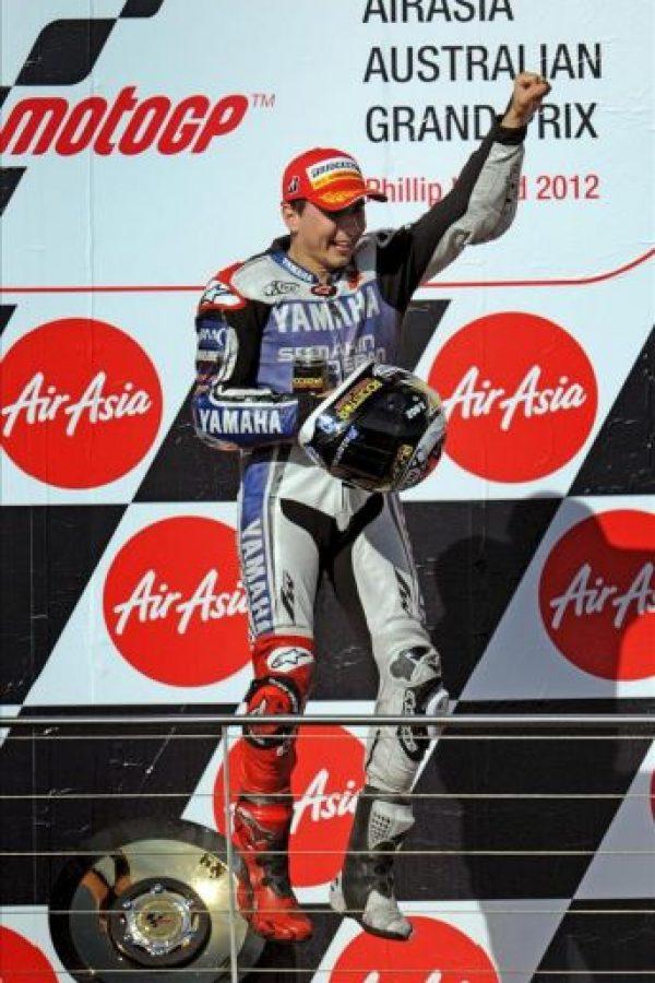 El piloto español Jorge Lorenzo, de Yamaha, celebra en el podio el segundo puesto conseguido en el GP de Australia, que le ha permitido convertirse en el Campeón del Mundo en la categoria de MotoGP. EFE