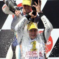 Marc Márquez (Suter) celebra en el Gran Premio de Australia la consecución del Campeonato del Mundo de Motociclismo en la categoria de Moto2. EFE