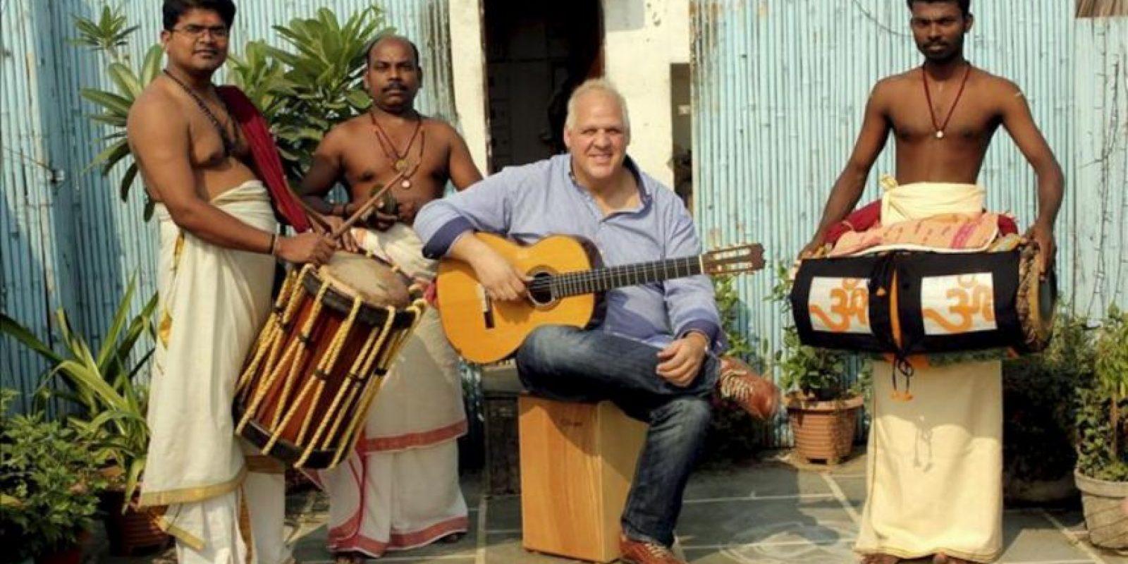 """Imagen cedida por la productora la Holandesa Herrante de los músicos que interpretarán hoy en Nueva Delhi la obra hispano-india """"La muerte de Dussasana"""", que aúna el flamenco y la danza india kathakali. EFE"""