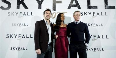 """De iz. a dr., los actores Javier Bardem, Naomie Harris y Daniel Craig, durante la presentación hoy en Madrid de """"Skyfall"""", la última cinta de James Bond. EFE"""
