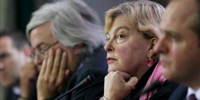 La enviada especial como observadora de la OSCE en Ucrania Walburga Habsburgo Douglas (c), habla en una rueda de prensa convocada en Kiev, Ucrania hoy, lunes 29 de octubre de 2012. EFE