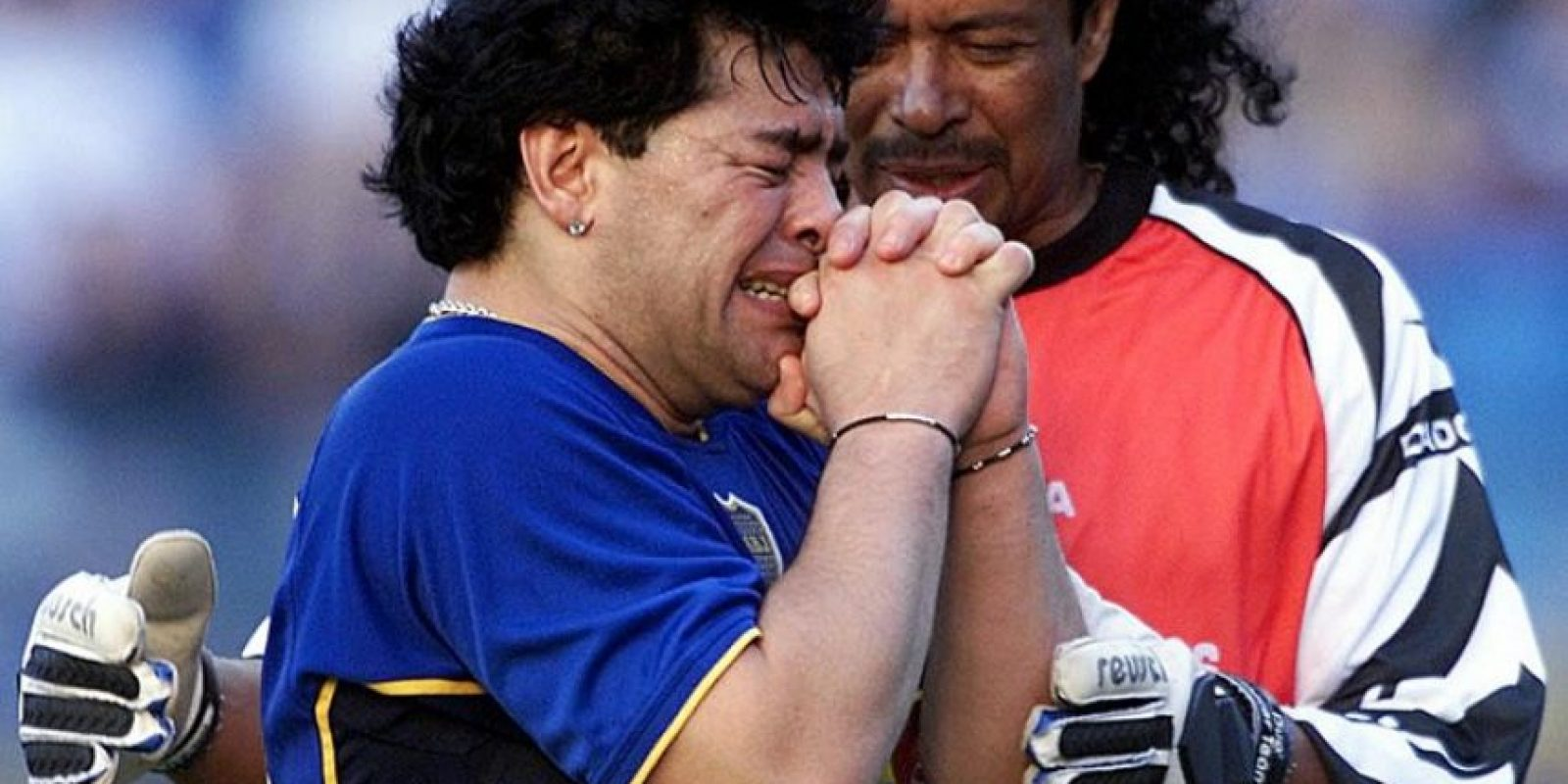 La despedida, a la que asistieron familiares y amigos del fútbol, fue el 2001 en La Bombonera. René Higuita fue uno de los invitados. Foto:AFP