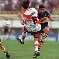 En el clásico argentino, el 25 de octubre de 1997, disputó su último partido como jugador. Esa tarde Boca Juniors derrotó 2-1 a River Plate, su gran rival Foto:AFP