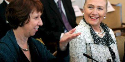 La secretaria de Estado estadounidense, Hillary Clinton (dcha), y la jefa de la diplomacia europea, la británica Catherine Ashton, mantienen una reunión con los miembros de la presidencia tirpartita de Bosnia en Sarajevo (Bosnia-Herzegovina) hoy, martes 30 de octubre de 2012, al inicio de la gira de la responsable norteamericana por los Balcanes. En la gira, Clinton visitará Serbia, Kosovo, Croacia y Albania. EFE