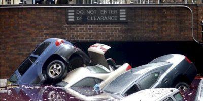 Varios coches permanencen inundados en un parking de Nueva York, EE.UU. EFE