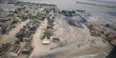 """Fotografía distribuida este miércoles por la Fuerzas Aérea de EE.UU., que muestra una vista desde el aire de los estragos causados por el huracán """"Sandy"""" en la costa de Nueva Jersey. EFE"""