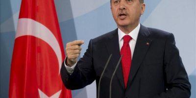 El primer ministro turco, Recep Tayyip Erdogan, da una rueda de prensa acompañado por la canciller alemana, Angela Merkel, tras la reunión mantenida por ambos responsables en la Cancillería en Berlín (Alemania) hoy, miércoles 31 de octubre de 2012. EFE