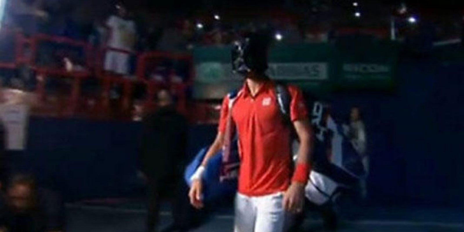 El número 1 del tenis salió a la cancha con la mascara de Darth Vander. Foto:@Tenisenred