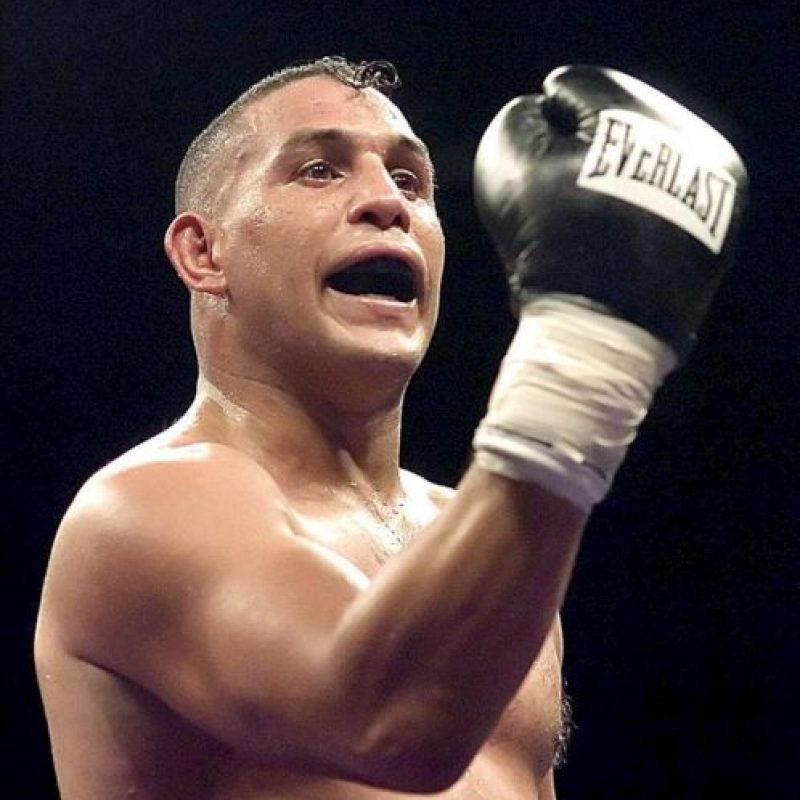 """Fotografía de archivo del 9 de julio de 2005 del exboxeador puertorriqueño Héctor """"Macho"""" Camacho durante un combate en Tucson, Arizona (EEUU). EFE/Archivo"""